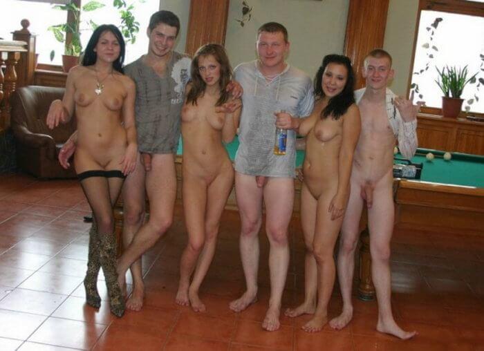 Ребята и их девчата и другие голые девушки