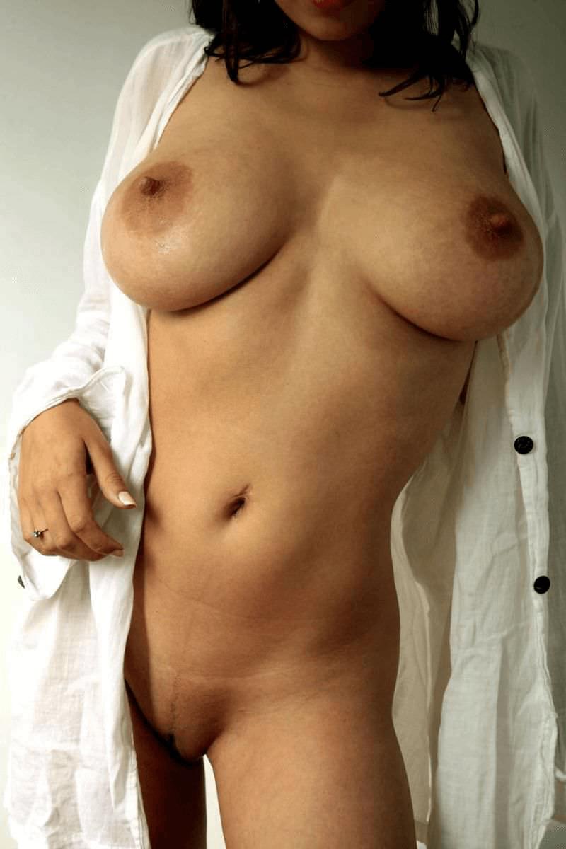 Большие сиськи в халатике и другие голые девушки
