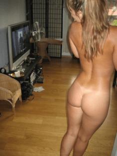Фото голышом у себя в комнате