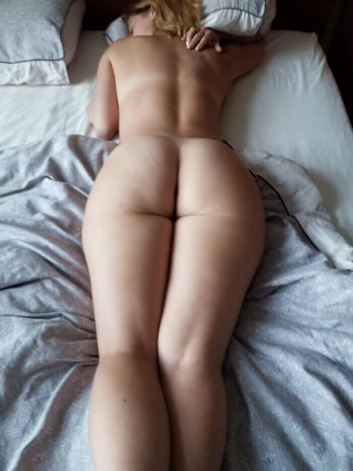 Домашняя попка и другие голые девушки